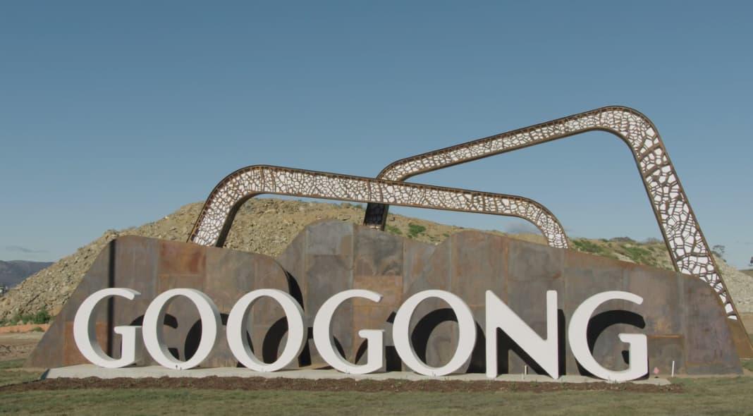 sculpture that spells out googong
