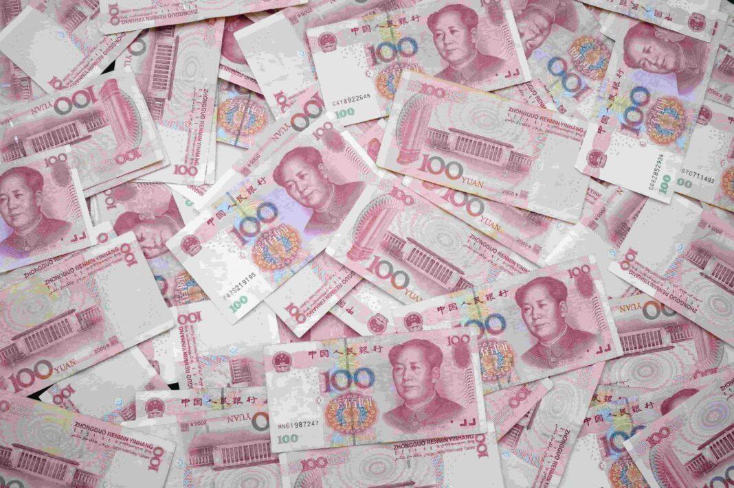 Many Chinese 100 yuan notes