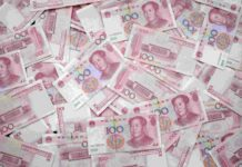 Many Chinese 100 yuan notes